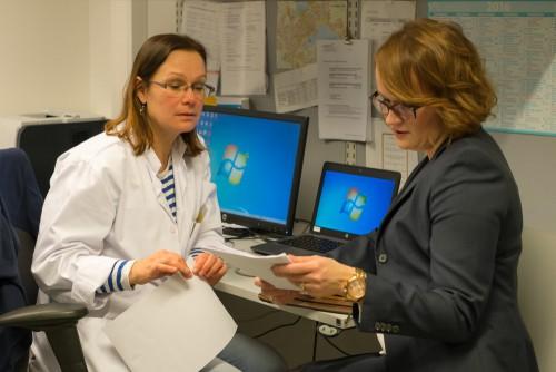 Lääkehoidon kokonaisarviointi tehdään lääkärin aloitteesta moniammatillisesti yhteistyössä lääkärin ja hoitajien kanssa.